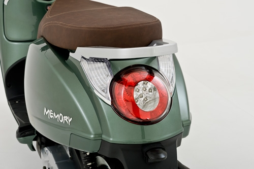 beeline memory 50cc retro vespa style scooter moped. Black Bedroom Furniture Sets. Home Design Ideas